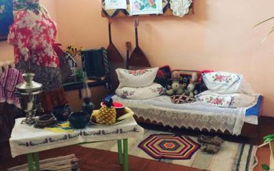 Изба «Горница» в Пуциловском Доме культуры