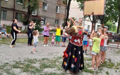 На празднике двора – веселись детвора!